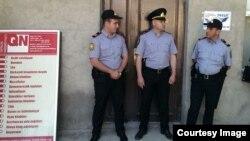 """""""Qanun"""" nəşriyyatında polis reydi"""