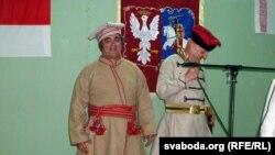 Барды Зьміцер Бартосік (зьлева) і Віктар Шалкевіч