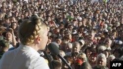 Юлія Цімашэнка выступае на сустрэчы з выбарцамі ў Чарнігаве 22 траўня