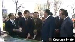 Эмомали Рахмон и Бабак Занджани в Душанбе. Архивное фото