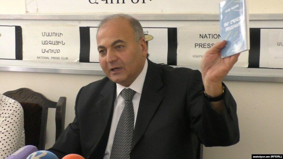 Виктор Даллакян на встрече с журналистами, Ереван, 11 октября 2016 г.