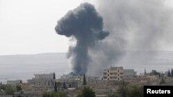 Дим піднімається над сирійським містом Кобані, 3 жовтня