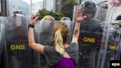 Venesuelada prezident Nicolas Maduro əleyhinə aksiya.