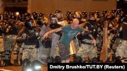 اعلام نتیجه انتخابات به تجمع هزاران نفر از معترضان در خیابانهای مینسک انجامید