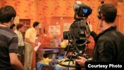 "Продюсерский центр «ЛЕАН-М» снимает для телеканала СТС русскую версию американского ситкома Full House. [Фото — <a href=""http://www.lean-m.ru/"" target=_blank>«ЛЕАН-М»</a>]"