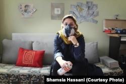 Шамсия Хассани в своей студии в Кабуле
