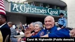 Джон Гленн и его жена Энни на параде в честь американских астронавтов в 1998