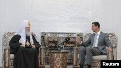 Президент Сирії Башар аль-Асад (п) приймає патріарха Московського Кирила (л), Дамаск, 13 листопада 2011 року