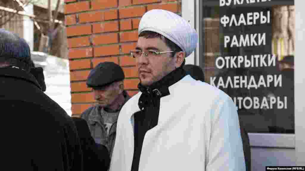 Имам Симферопольского района Раим Гафаров начал мероприятие с дуа
