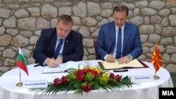 Спасовски и Каракачанов на потпишувањето на Протокол за соработка во областа на борбата против трговија со луѓе
