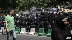 Poliţia iraniană în apropierea Parlamentului la Teheran