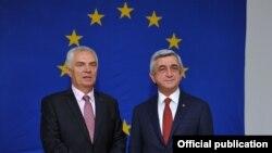 Armenia - President Serzh Sarkisian (R) and Piotr Switalski, head of the EU Delegation in Armenia, pose for a photograph at the EU office in Yerevan, 7Jun2016.