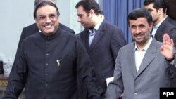 Iran's Mahmud Ahmadinejad (right) welcomes his Pakistani counterpart Asif Ali Zardari in Tehran.