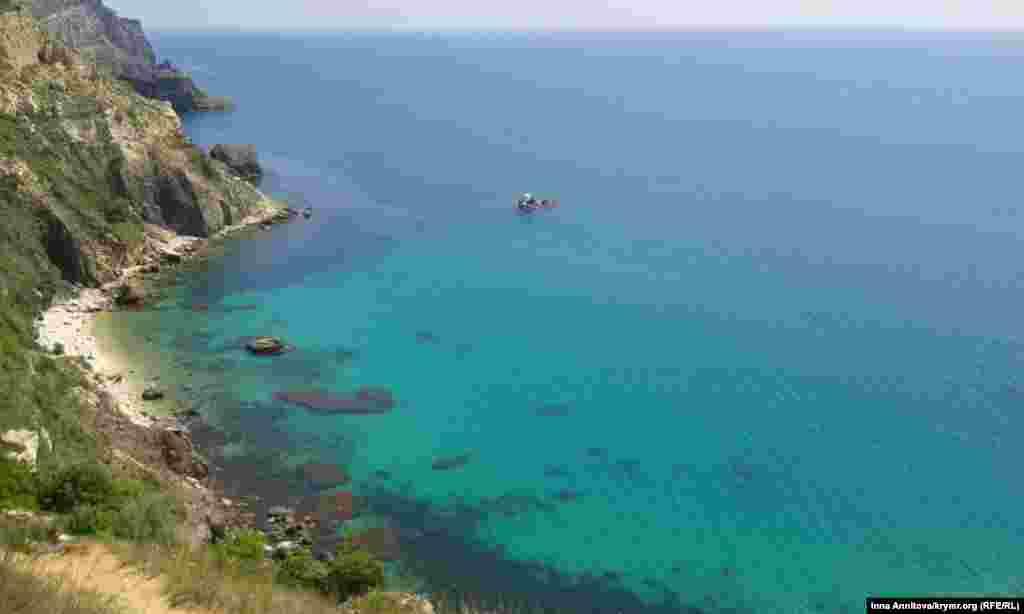 І тільки природа в той момент залишилася без громадянства. «І не таке бачили», – ніби тихо зітхає Чорне море  Севастополь, 24 травня 2014 року, Фіолент