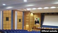 Türkmenistanda iň mynysyp ýaşlary ýokary mekdeplere okuwa kabul etmek meselesiniň ýene bir gezek gün tertibine geldi.