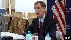 Американскиот амбасадот во Македонија, Пол Волерс.