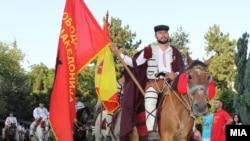 Илинденски марш. Тргнувањето на коњаниците од Скопје.