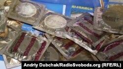 Ukraine -- condom safe sex AIDS, Kyiv, 24Oct2012