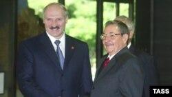 Александр Лукашенко и Рауль Кастро на саммите Движения неприсоединения. Гавана, 16 сентября 2006 года