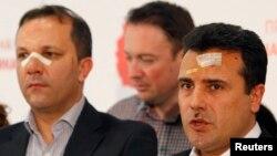 Makedoniya. Sosial demokrat lideri Zoran Zaev (sağda) və partiyanın digər fəalları, 28 April, 2017