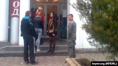телефон booking com в россии