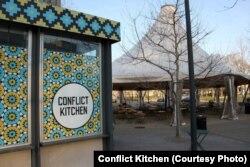 """Ресторан """"Конфликтная кухня"""" в американском городе Питтсбург."""