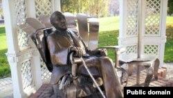 Скульптура Імре Кальмана в парку в Шіофоку