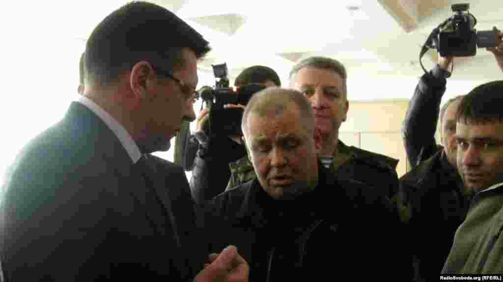 Представники афганців у кабінеті міського голови «викликають» Сергія Одарича для виступу перед громадою