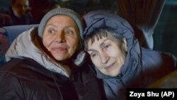 Зинаида Мальцева )справа)