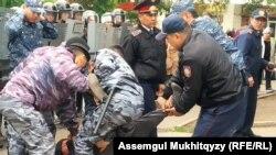 Задержания протестующих в Нур-Султане, 9 июня 2019 года.