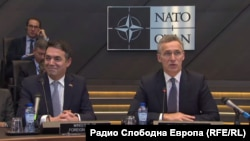 Makedoniýanyň daşary işler ministri Nikola Dimitrow we NATO-nyň baş sekretary Jens Stoltenberg