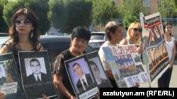 Մարտի 1-ի զոհերի հարազատները բողոքի ակցիա են անցկացնում, 15-ը սեպտեմբերի, 2011թ.