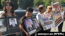 Մարտի 1-ի զոհերի հարազատները բողոքի ակցիան են անցկացնում Երևանում, արխիվ