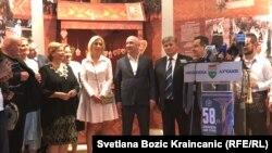 Marija Zaharova, portparolka Ministarstva inostranih poslova Rusije, okružena poslanicima državnog pralamenta tokom posete Srbiji 10. avgusta 2018.