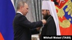 Президент России Владимир Путин и митрополит Илларион