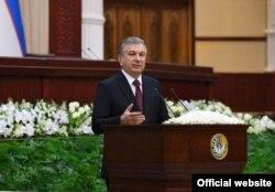 Парламентте сөйлеп тұрған Шавкат Мирзияев. Ташкент, 21 қаңтар 2020 жыл.