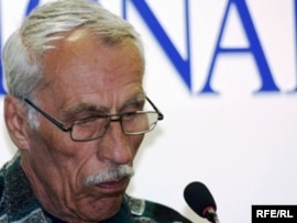 Исса Евлоев, отец осужденного Олега Евлоева. Астана, 12 мая 2010 года.