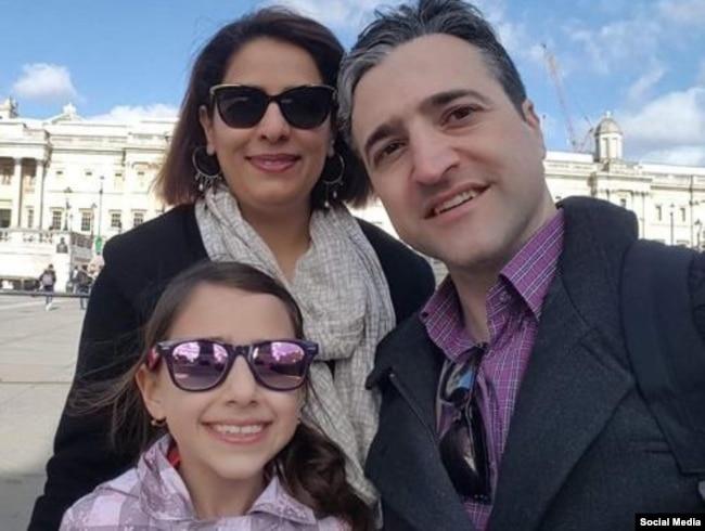 حامد اسماعیلیون در کنار همسر و دخترش
