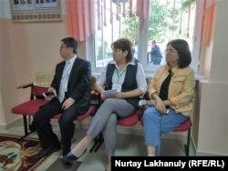 Президент сайлауын бақылап отырған азаматтар. Алматы облысы, 9 маусым 2019 жыл.