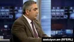 Пресс-секретарь Министерства обороны Армении Арцрун Ованнисян в студии «Азатутюн ТВ» (архив)