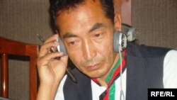 Afghanistan – Ramzan Bashardost, presidential candidate for Afghanistan's 2009 Presidential Election, being interviewed by RFE/RL's Afghan Service, Kabul studio, 18Jun2009
