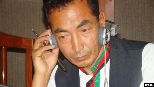 Independent lawmaker Ramzan Bashardost at Radio Free Afghanistan's Kabul studios (file photo)