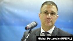 Српскиот министер за внатрешни работи, Небојша Стефановиќ.