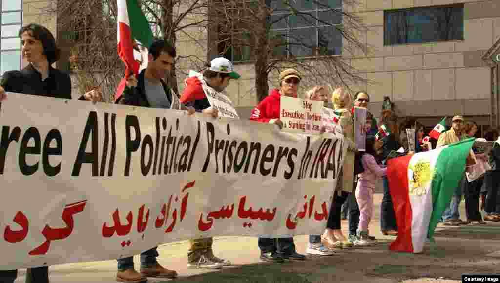 گردهمایی ایرانیان در تورنتو کانادا برای حمایت از زندانیان سیاسی بند ۳۵۰ اوین.