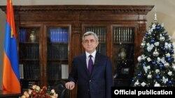 Президент Армении Серж Саргсян выступает с новогодним обращением к нации, 31 декабря, 2011 г.