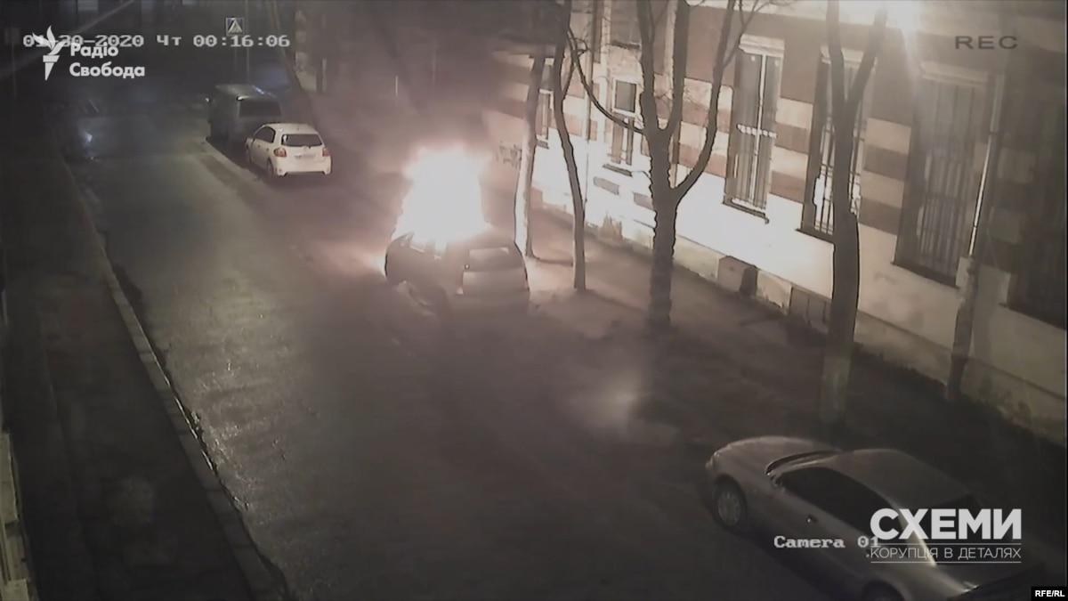 Поджигатель-любитель смог поджечь машину журналистки Радио Свобода только с 14-й попытки (видео) – «Схемы»