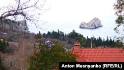 Вид на скалы Адалары из поселка Гурзуф
