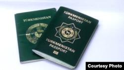 Täze we köne görnüşdäki türkmen pasportlary.