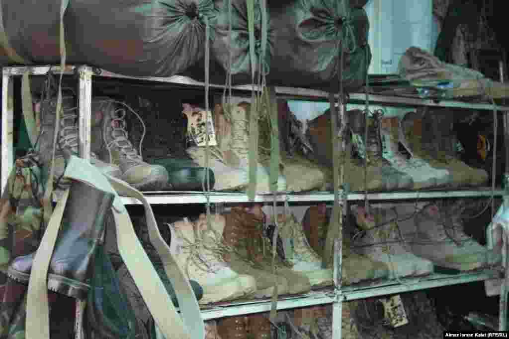 Учитывая специфику тематики, почти все продавцы требовали не снимать их лица, а некоторые вовсе запрещали снимать даже товары...