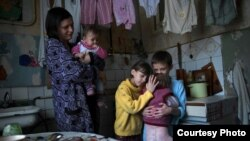 Життя мешканців Донбасу в умовах бойових дій (Фото чеської гуманітарної організації «Людина в біді»)